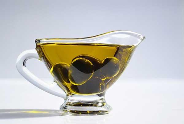 Gesundes Olivenöl - perfekt zum Kochen und zur Zubereitung von Salaten