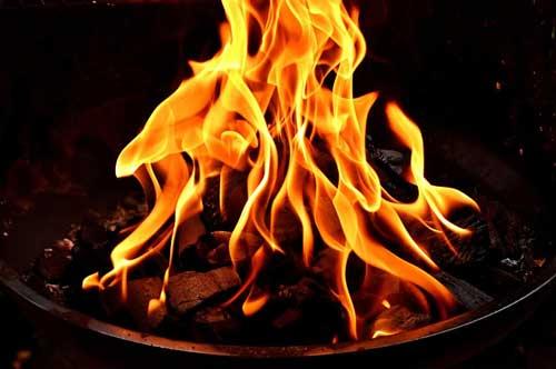 Lagerfeuerromantik an der Feuerschale